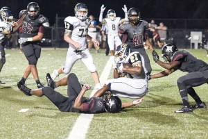 Osei Thomas (21) pounds into the end zone from 3-yards out early in the fourth quarter. (Photo/Kristy Kimball Massey)