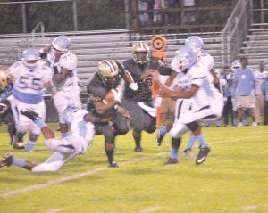 Rodriguez Edmonds slips a Trojan tackle Friday. (Photo/Joe Seibles)