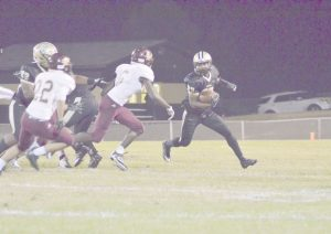 Rodriguez Edmonds turns the corner on the Woodruff defense. (Photo/DeAnna Robinson)