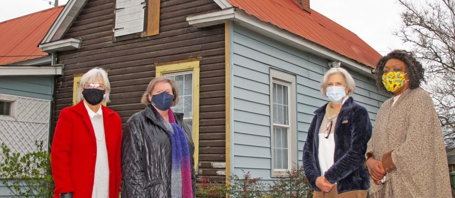 Volunteers needed to remove Langford-Nord house siding